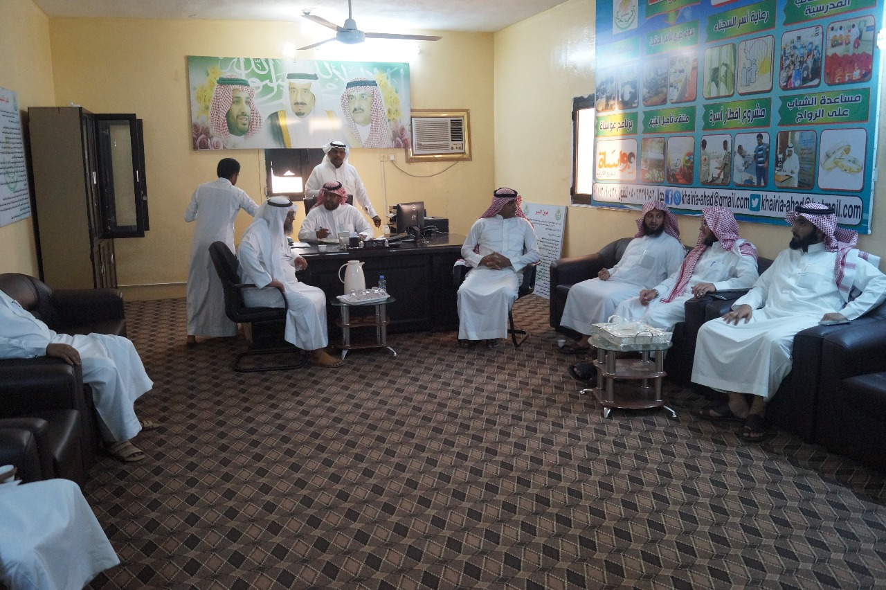 بالصور زيارة وفد من مؤسسة آل ابراهيم الخيرية لجمعية البر الخيرية بالمسارحة