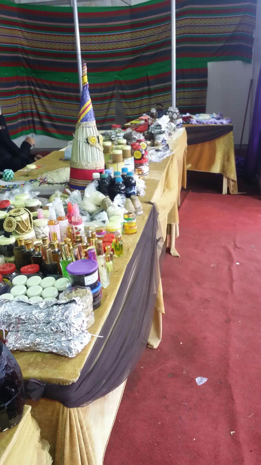 بالصور ..بر المسارحة تدعم الأسر المنتجة في المهرجان الترفيهي بأحد المسارحة ولاء وعهد2